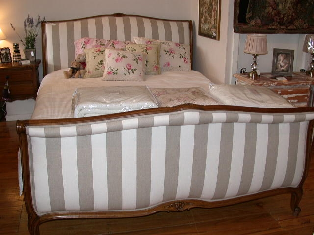 french-provincial-louis-xv-style-sleigh-bed-walnut-stripe-detail5